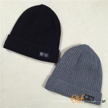 Chapeau de Beanie tricoté à la main avec molleton