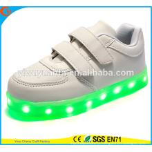 Hot Selling Light Flashing Running Lace Up Sneaker Sapatos LED para crianças