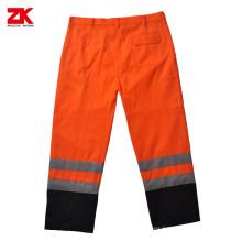 Pantalones de seguridad con cinta reflectante.