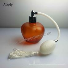 Botella de perfume de la marca de fábrica del vintage con el perfume original