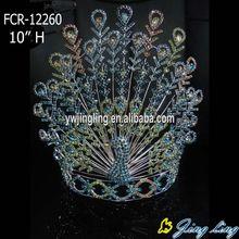 Corona del desfile animal del pavo real