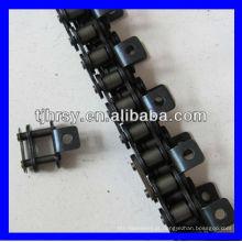 Corrente de rolos com acessórios de um lado e um lado