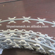 Fil de barbelé de rasoir de prix chaud fil de concertina galvanisé plongé SS304 fil de rasoir
