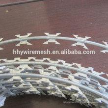 Цена колючая проволока горячая окунутая гальванизированная колючая проволока бритвы провода ss304 в
