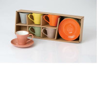 Керамическая чашка кофе и блюдце
