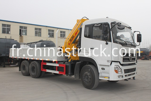 Dongfeng truck with crane