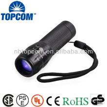 Zoom focus high power UV flashlight
