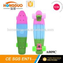 Planche à roulettes électrique en gros de skateboard