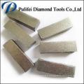 Meulage du béton dur et de la surface du plancher dans les pièces d'outil