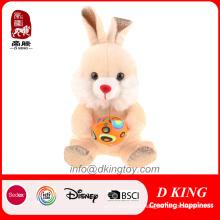 Feliz Páscoa coelho brinquedo com ovo