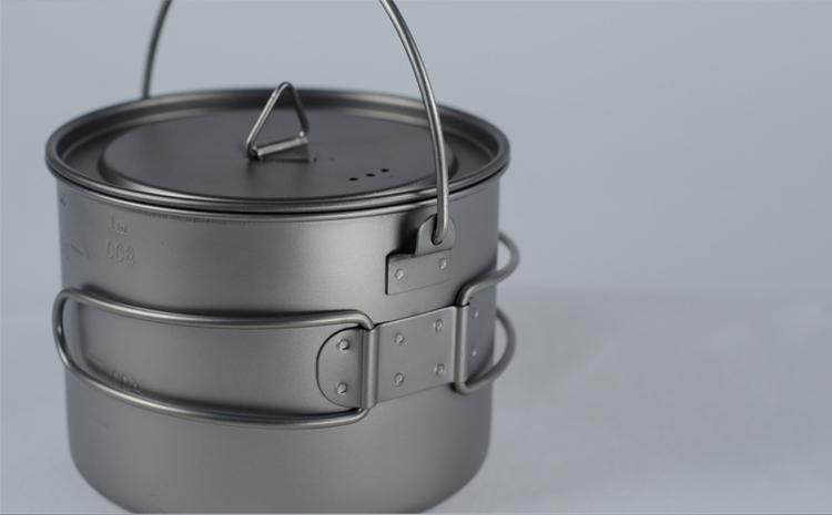 TITANIUM POT WITH PAN