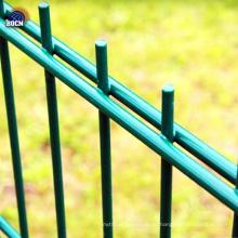 двойной забор из проволочной сетки