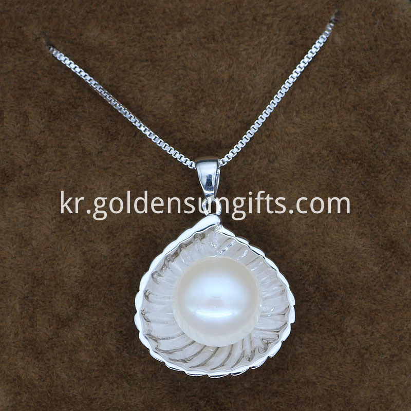 Single White Pearl Pendant