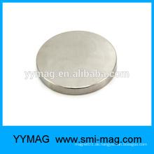 Unsichtbare magnetische Tasche schnappt Permanentmagnete