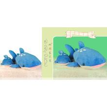 Милая реалистичная подушка из акулы