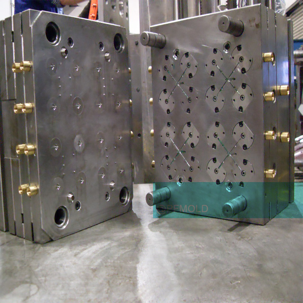 Plastic cover mold and multi cavity mold