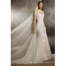 Иллюзия декольте подходят шампанское и вспышки свадебное платье