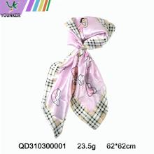 Розовый шарф с принтом