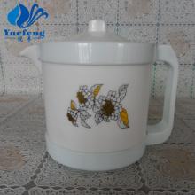 Pressionando o bule de chá com tampa de vidro opalino