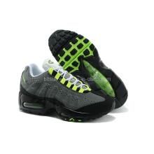 Chaussures de sport en couleur grise pour travailler