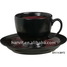 Tazas de té y platillos de gres