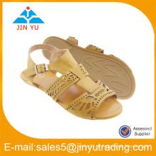 Flache Schuhe für Dame mit geometrischer Figur lacer