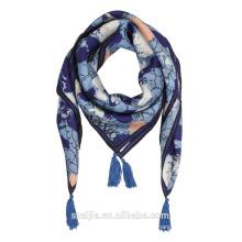 Las nuevas señoras de la manera imprimieron la bufanda cuadrada de seda de la borla