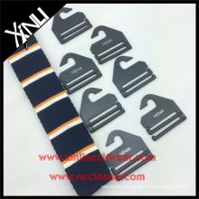 Cintre en plastique de cravate avec le crochet fait sur commande de cravate de logo