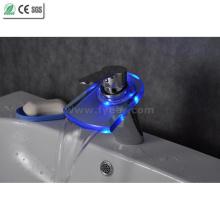 Torneira de bronze da bacia do diodo emissor de luz do banheiro do misturador da torneira da água da cor (QH0816F)