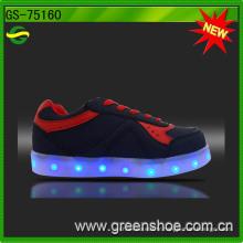 LED allument les chaussures d'enfants