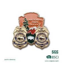 Emblema de esmalte macio Metal colorido barato com fecho de borboleta