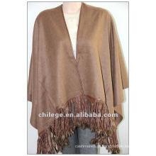 moda, capa de caxemira de ladie, com guarnição de pele de raposa