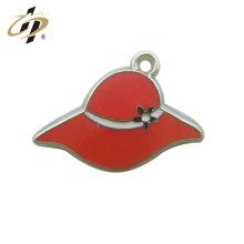 Productos calientes de venta al por mayor regalo de vacaciones mujer esmalte duro sombrero de metal encanto y colgante