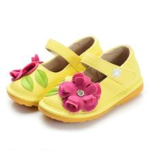Желтые детские скрипучие туфли с розовым цветком Handmade Soft