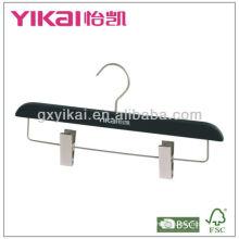 Деревянная вешалка с резиновым покрытием для юбки или брюк