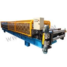 Panneau et rouleau ondulé formant la machine