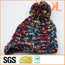 Chapeau en tricot multi-couleur teinturé à l'air chaud avec Pompom