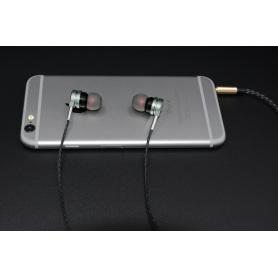 Wired Earbuds In-Ear Metal Stereo Bass Headphones for Apple