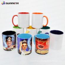 Sublimación 11oz interior y manejar la taza de cerámica de color hecho en China a bajo precio al por mayor