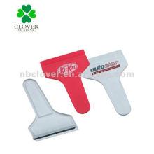 handle plastic snow shovel