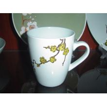 Taza de cerámica con estampado en relieve