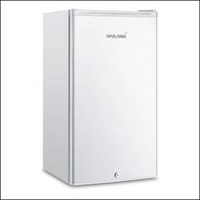 Mini refrigerador hermoso moderno para uso en la oficina