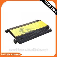 Alibaba schwarzer und gelber Polyurethan-Kunststoff fixierbarer 3-Kanal-Kabelschutz