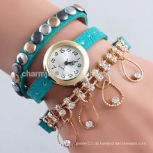 Neue Art und Weisekristall hängende lederne Uhr wickelte drei Kreisen Nieten Quarzuhren für Frauen BWL013 ein