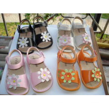 Girl′s Squeaky Sandals (L-114)