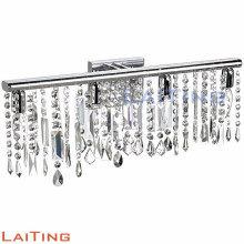 Moderne Kristallwandhalterung, die silberne Eisenkristallwandlampe 32329 beleuchtet