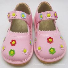 Розовые скрипучие туфли с маленькими цветами