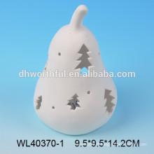 Ornement de Noël en porcelaine blanche avec briquet allumé