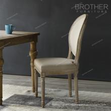 Asiento de la silla de madera doblada de tela cubierta antigua