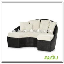 Audu White Cushion Half Moon Черный ротанговый шезлонг